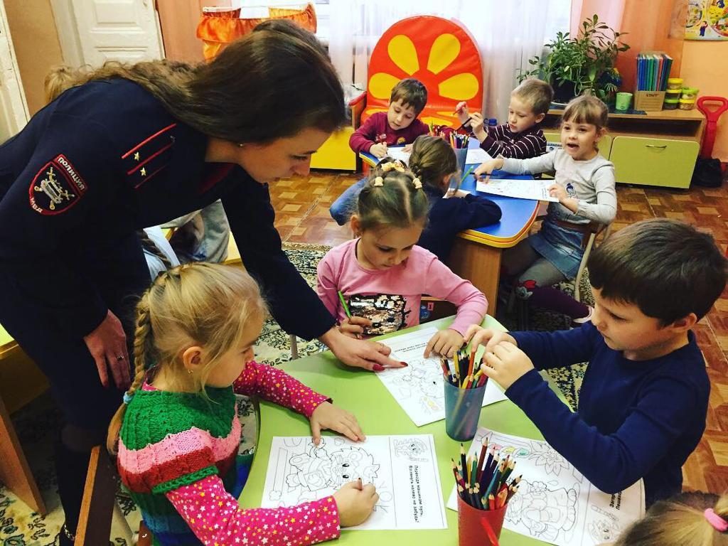 Новочеркасских дошколят знакомят с Правилами дорожного движения