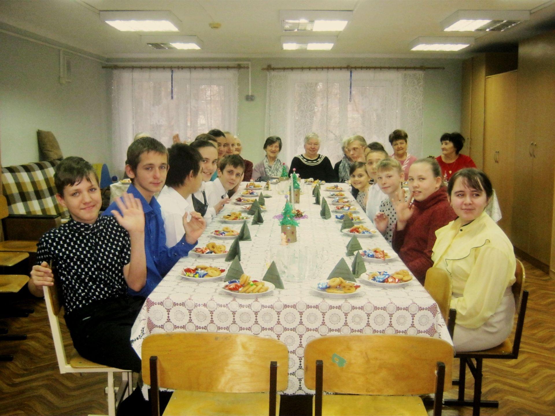 Ветераны микрорайона Октябрьский устроили праздник для ребят из школы-интерната