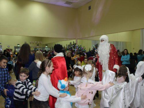 Премьерой театрализованной программой «Новогодние приключения» встречают Новый год в микрорайоне Ключевое