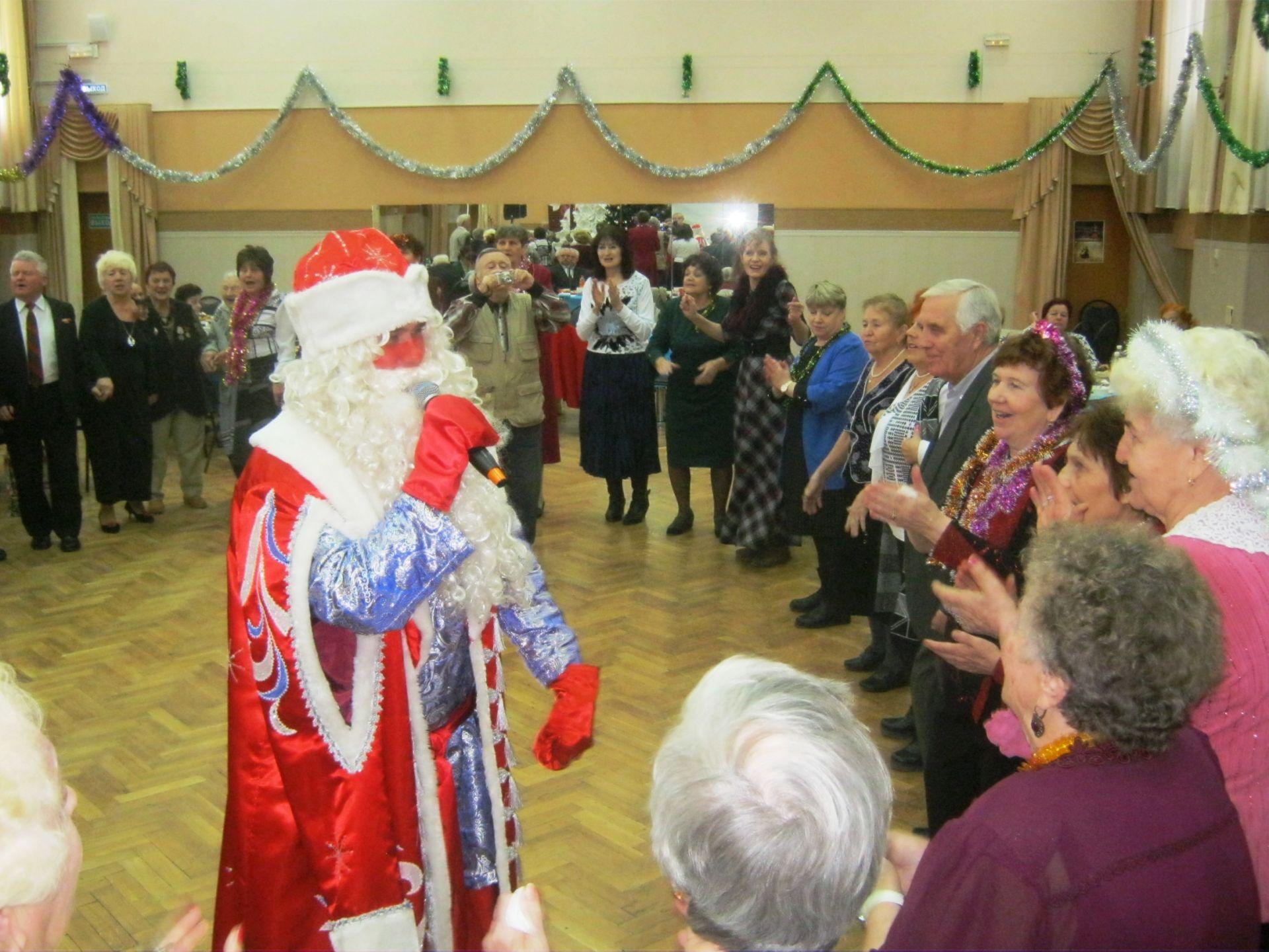 Участники клубных формирований ДК НЭВЗа весело отметили Новый год