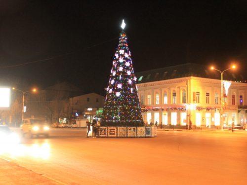 Демонтаж главной городской елки в Новочеркасске связан с ухудшением погодных условий