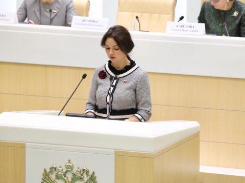 Депутат из Новочеркасска предложила в Москве гармонизировать отношения между поколениями