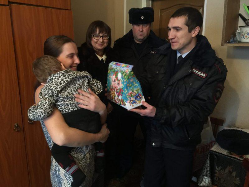 Новочеркасская полиция приняла участие в акции «Полицейский Дед Мороз»