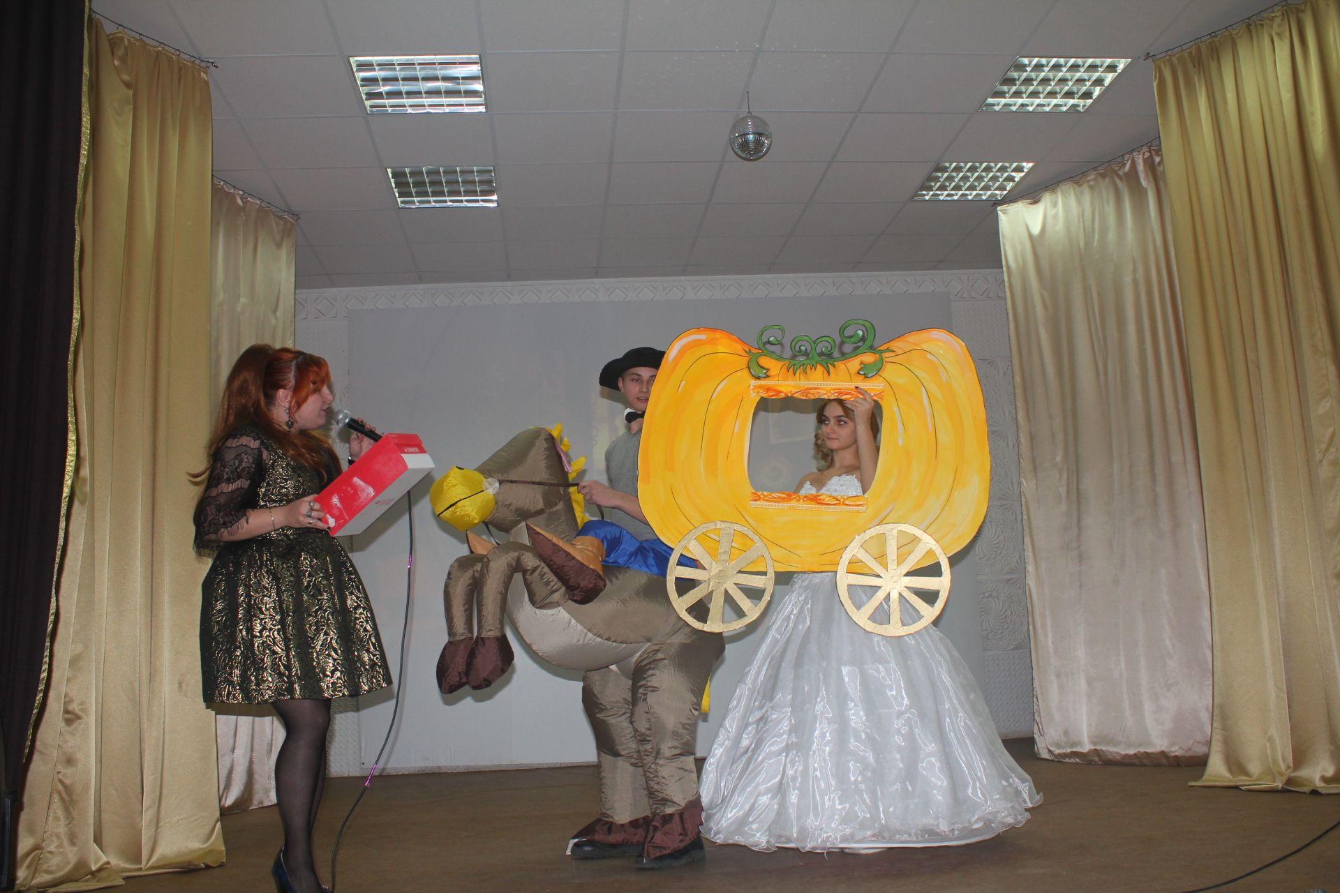 Новогодним спектаклем «Золушка» встречают Новый год в Новочеркасском машиностроительном колледже