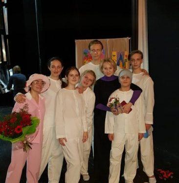 Выступление Новочеркасской юношеской труппы на фестивале «Табуретка» в Питере. Фото