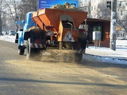Власти Новочеркасска приготовили 200 тонн посыпочных материалов для дорог города