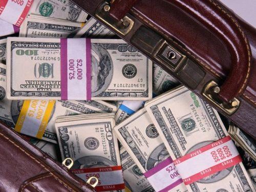 За контрабанду крупной суммы долларов США гражданке России грозит до двух лет лишения свободы