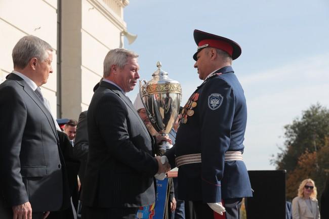 Василий Голубев наградил победителей губернаторского смотра кадетских корпусов