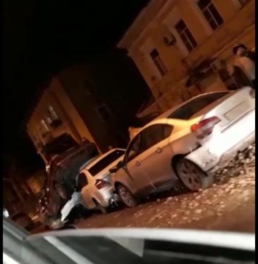 В центре Новочеркасска произошло масштабное ДТП с участием пяти автомобилей