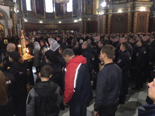 В Новочеркасском Патриаршем Всеказачьем соборе началась литургия по случаю Дня полиции