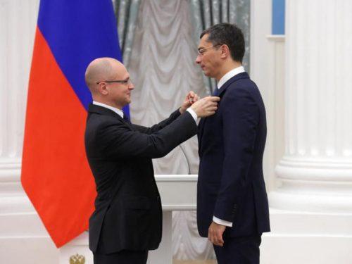 Парламентарий Новочеркасской гордумы поздравила Владимира Гутенева с получением ордена