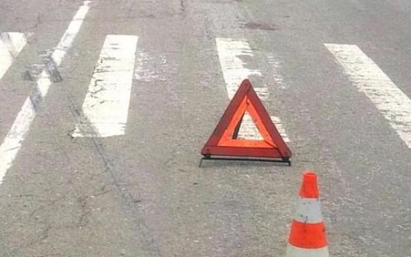Под Новочеркасском под колесами грузовика погиб сотрудник дорожных служб