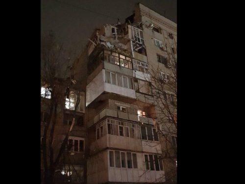 На месте взрыва в Шахтах  обнаружены еще два человека, ведется эвакукация