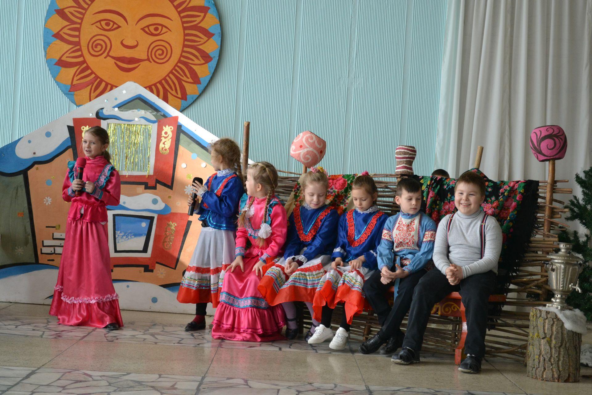 Веселыми посиделками «У наших ворот всегда хоровод» в Донском знакомили детей с языковым наследием казачества
