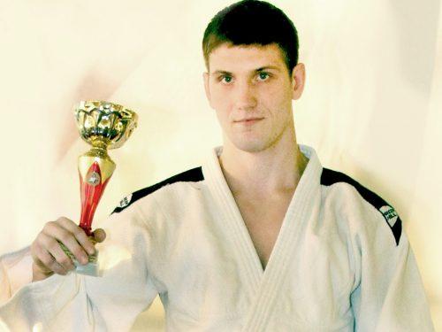 Новочеркасский самбист примет участие в чемпионате России
