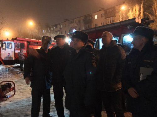 Глава администрации Новочеркасска осмотрел разрушенную многоэтажку