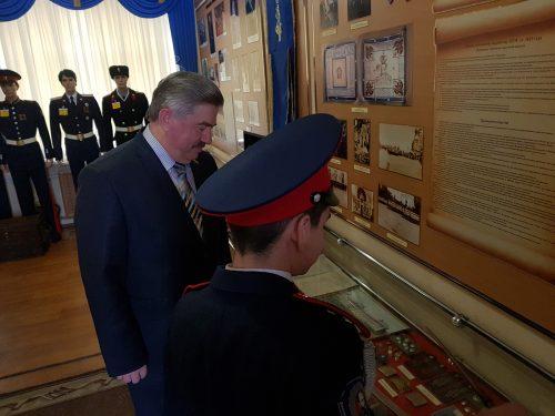 Депутат Госдумы Виктор Водолацкий посетил кадетский корпус в Новочеркасске