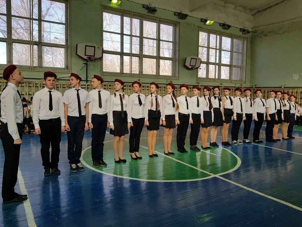 Новочеркасская школа № 25 встречает День защитников Отечества смотром строя и песни