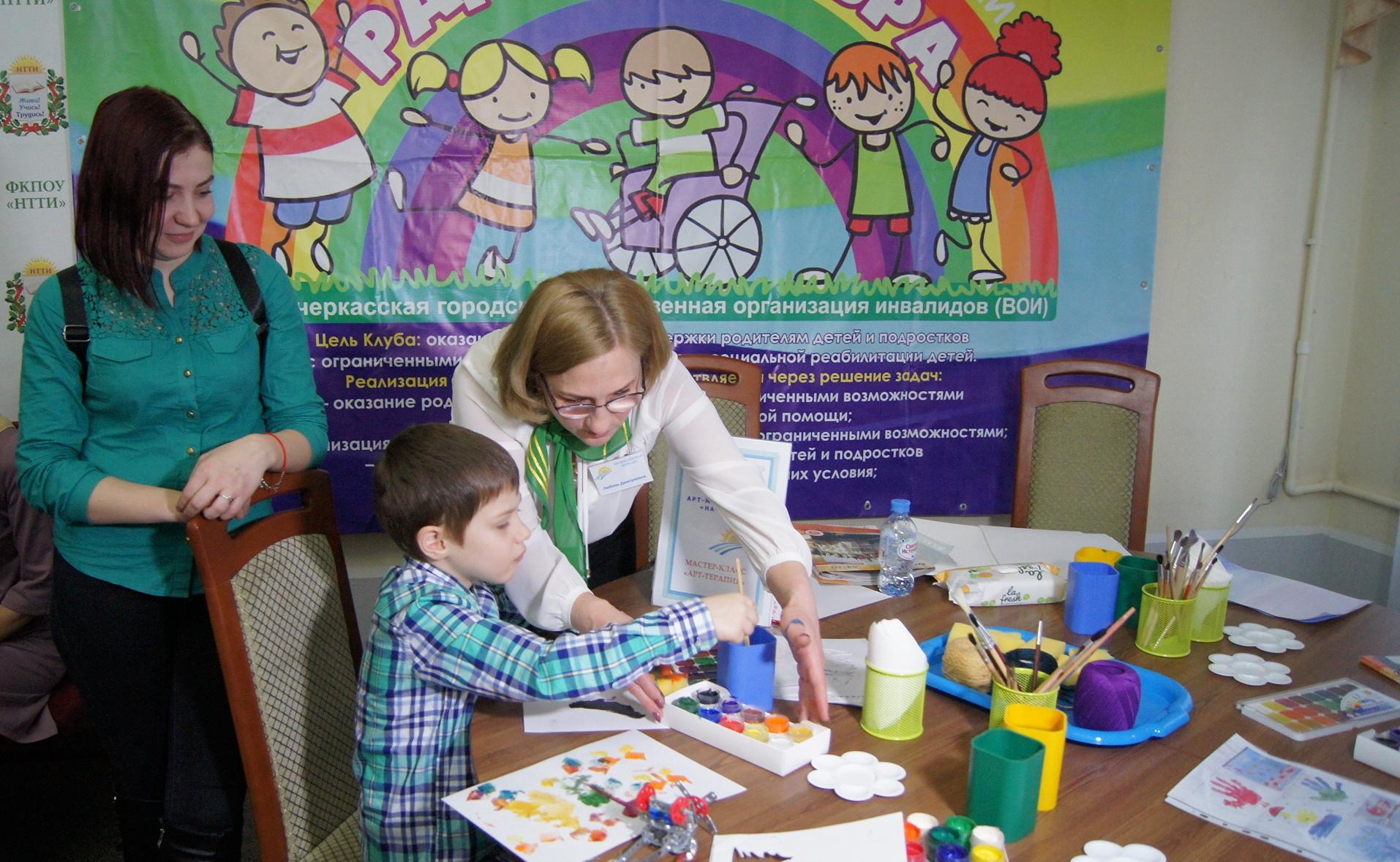 Арт-мастерская «Начало» пригласила особенных детей на праздник театрального искусства