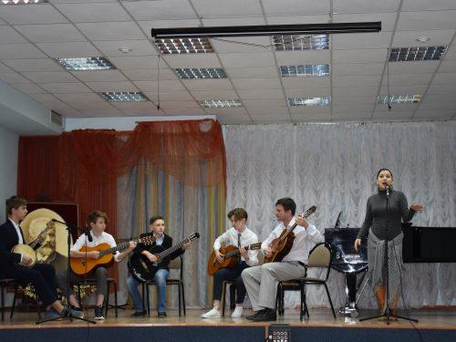 Музыкальная школа поздравила защитников Отечества концертной программой