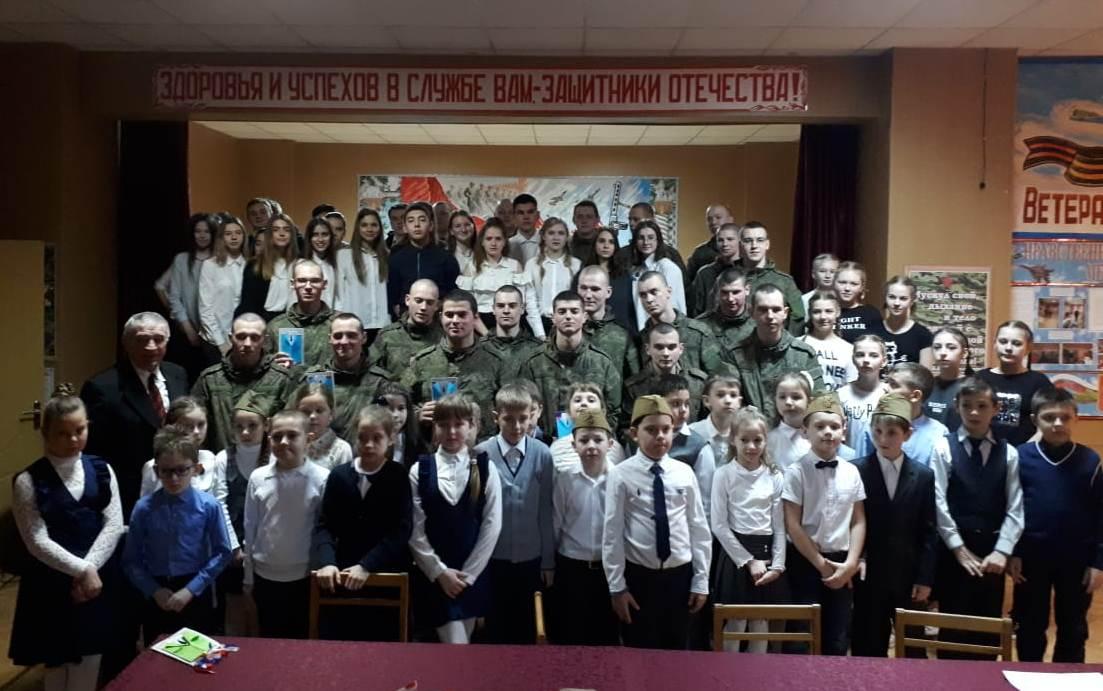 Дети поздравили с праздником военнослужащих