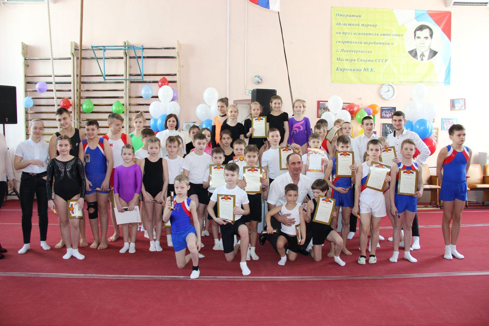 Состязания по акробатике и прыжкам на батуте прошли в спортивной школе №2