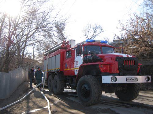 В Новочеркасске пожаром уничтожена кровля частного дома