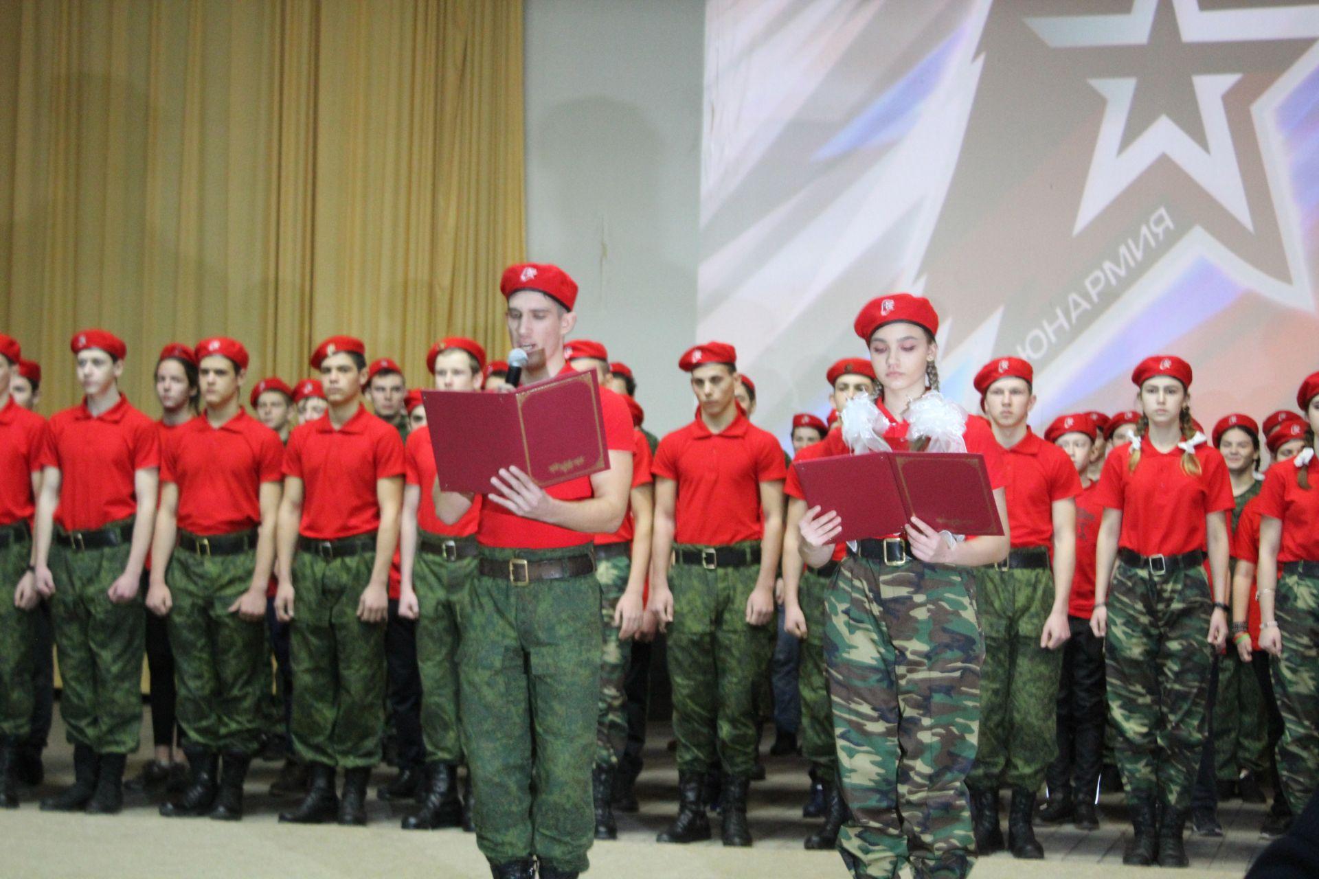 Новочеркасские юнармейцы дали торжественную клятву