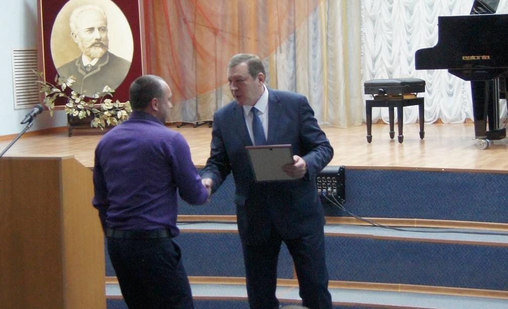 Новочеркасских работников сферы жилищно-коммунального хозяйства и бытового обслуживания населения поздравили с профессиональным праздником