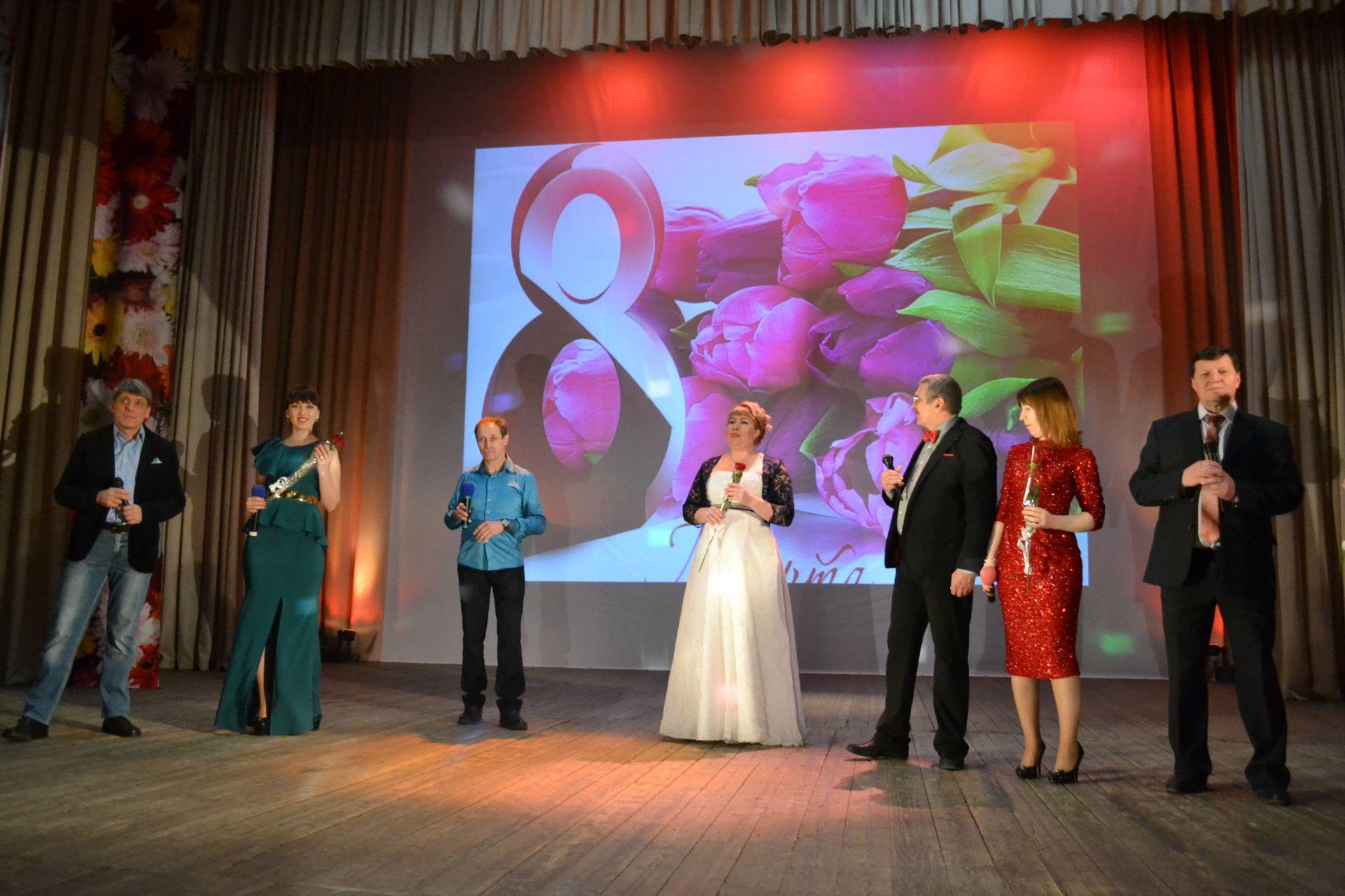 На Донском поздравили с праздником представительниц прекрасного пола