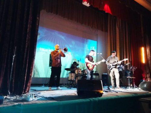 На концерт музыкальных групп «Азбука весны» пригласил горожан ДК микрорайона Октябрьский