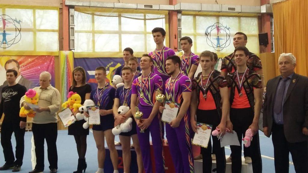 Новочеркасские акробаты завоевали призовые места на Всероссийских соревнованиях в Краснодаре
