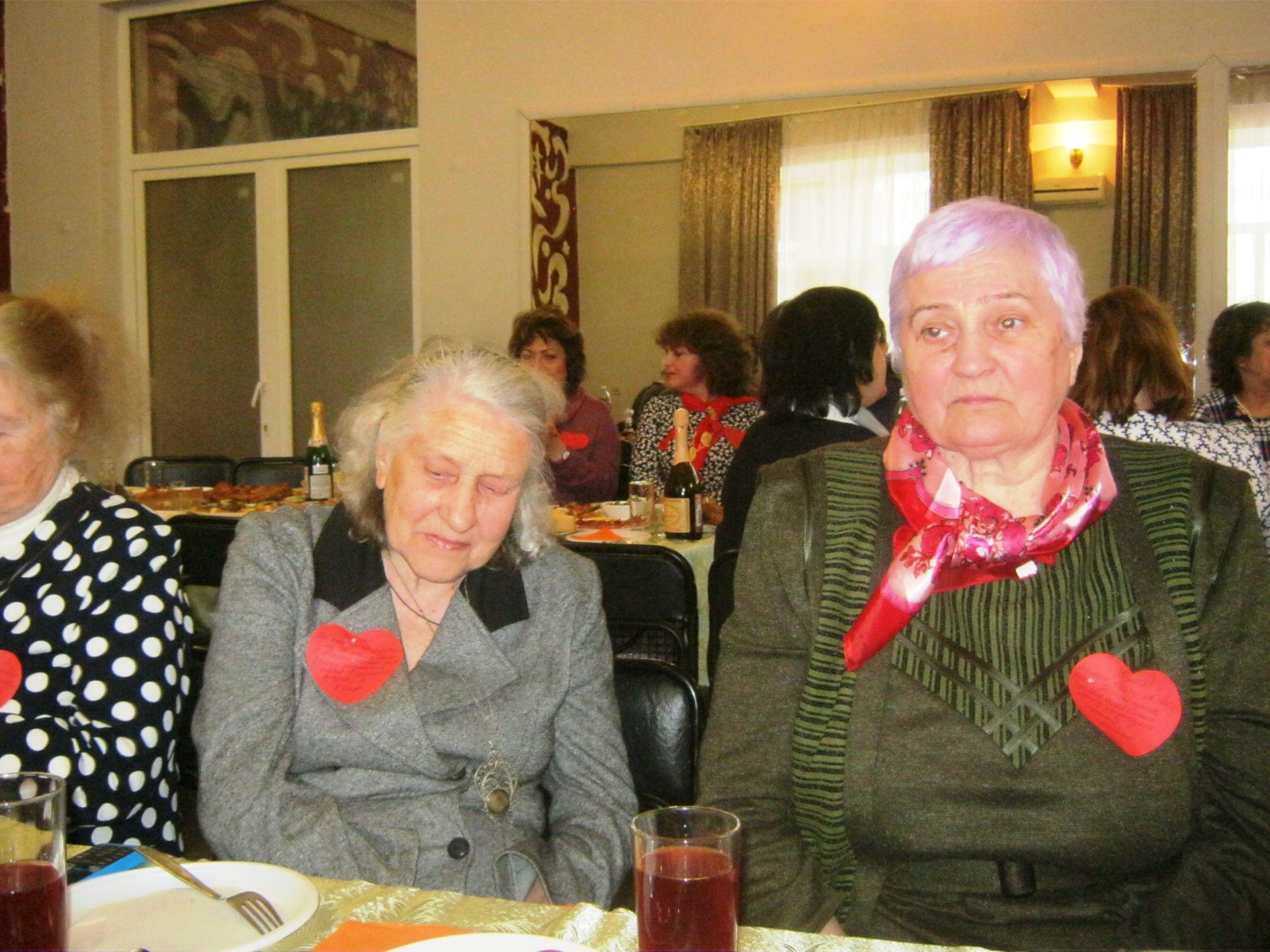 Старейшая ветеранская организация Новочеркасска поздравила прекрасных дам с наступлением весны