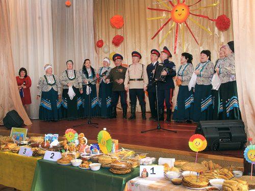 Новочеркасские пенсионеры и инвалиды отпраздновали начало масленичной недели