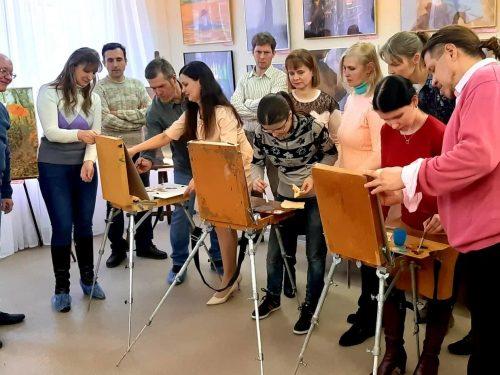 На выставку «Лучшее» приглашает новочеркасцев Арт-мастерская «Творческие люди»