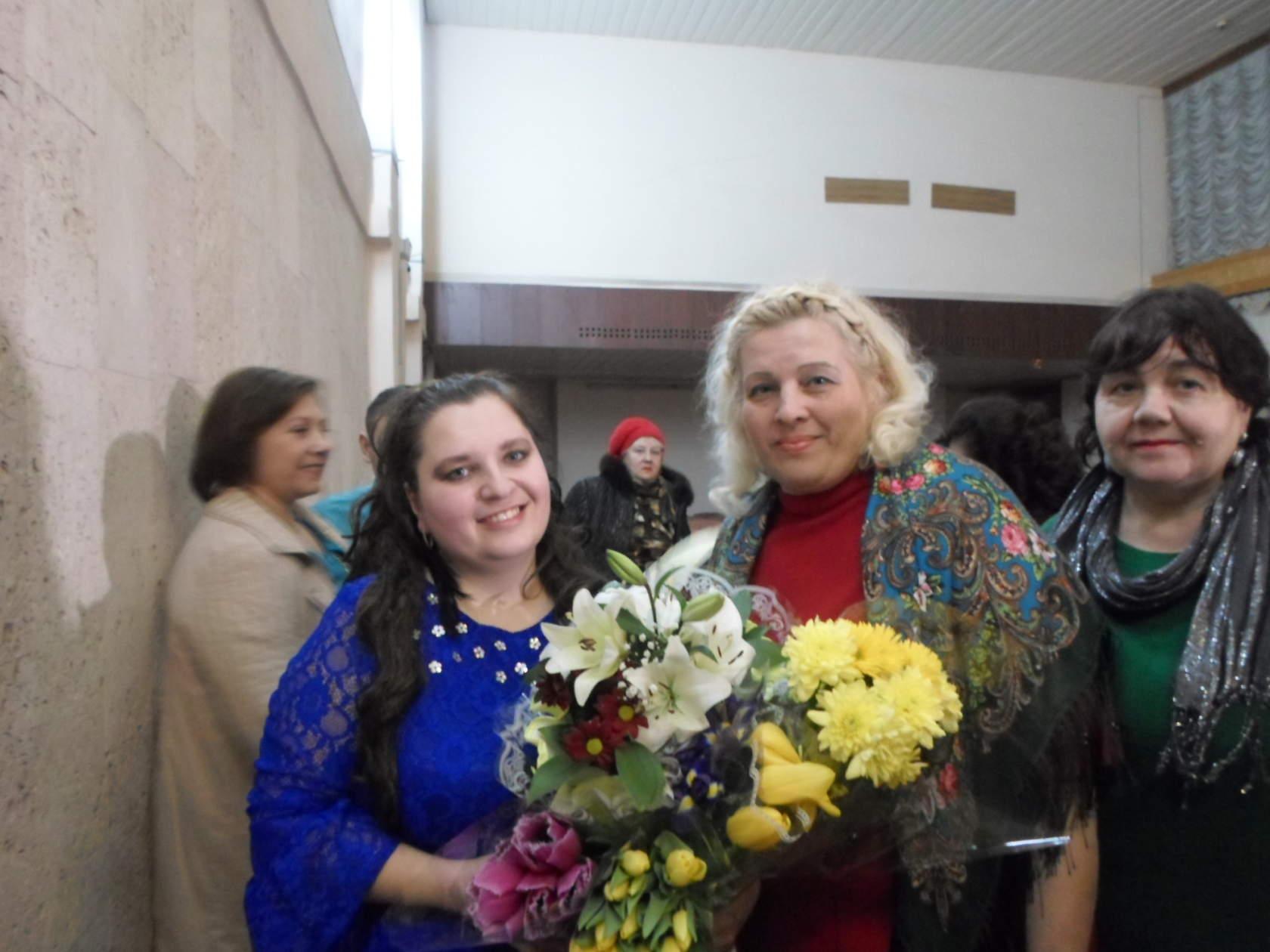 Лауреат Международных конкурсов Алеся Лужкова (Подворчан) порадовала милых дам концертом «Весеннее настроение»