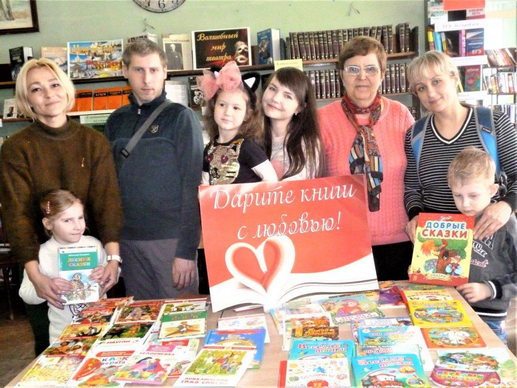 Сотрудники отдела «Юность» передали особенным детям книги, приобретённые во время акции «Дарите книги с любовью!»