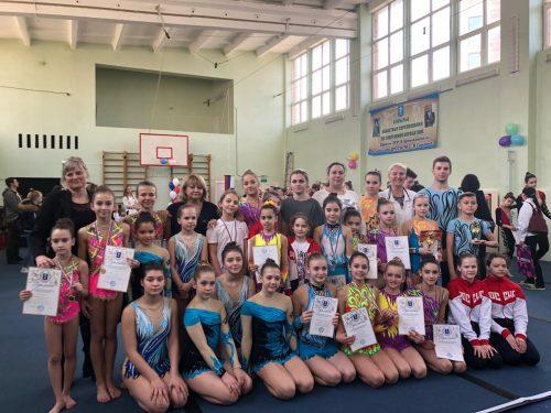 Новочеркасские спортсмены приняли участие в областных состязаниях по спортивной акробатике