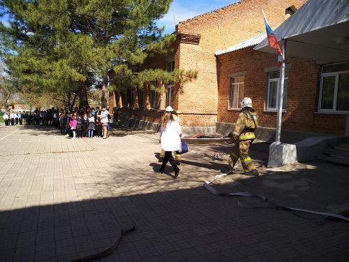 Учения пожарно-спасательных подразделений Ростовской области прошли в селе Кугей Азовского района