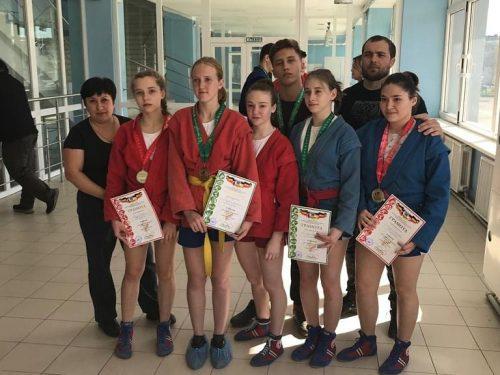 Новочеркасские самбисты взяли серебро на областных соревнованиях