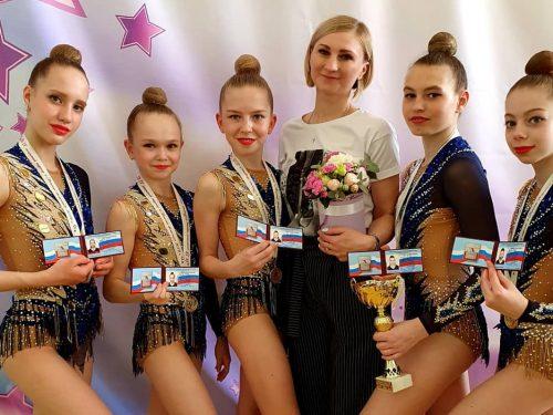 Пятерке новочеркасских гимнасток вручили удостоверения и значки КМС