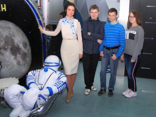 Несколько десятков Новочеркасских школьников познакомились с основами космической работы