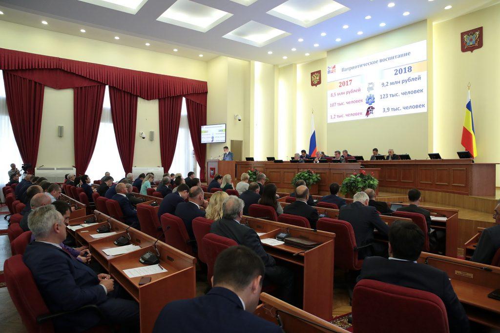 Губернатор Ростовской области Василий Голубев предложил поддержать региональную команду КВН