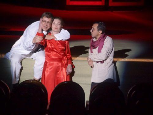 Акцию для социально-незащищенных слоев населения проводит Донской театр драмы и комедии