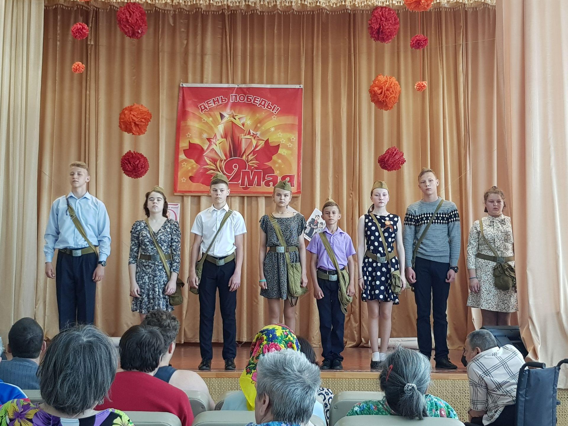 «Театр сказок» побывал со спектаклем в Доме-интернате для престарелых и инвалидов
