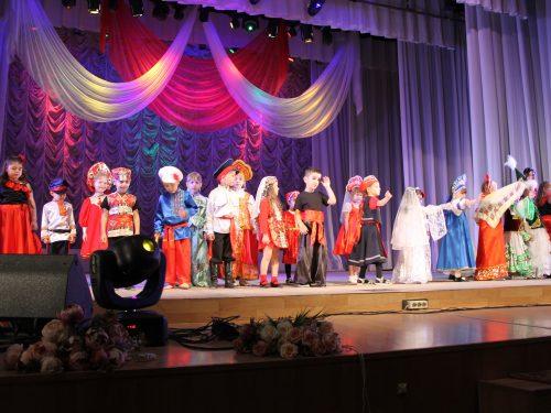 В ДК НЭВЗ состоялся фестиваль «Многонациональный Дон. Хоровод дружбы»