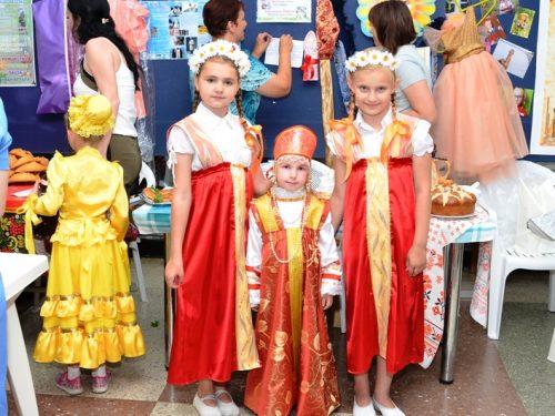 Сегодня во Дворце культуры НЭВЗа  в 16 часов состоится фестиваль национальных культур «Многонациональный Дон. Хоровод дружбы».