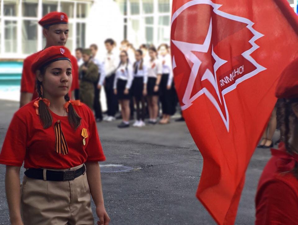 Флешмоб в честь Великой Победы провели школьники