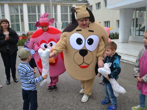 В День Весны и Труда в микрорайоне Донской веселись, несмотря на непогоду
