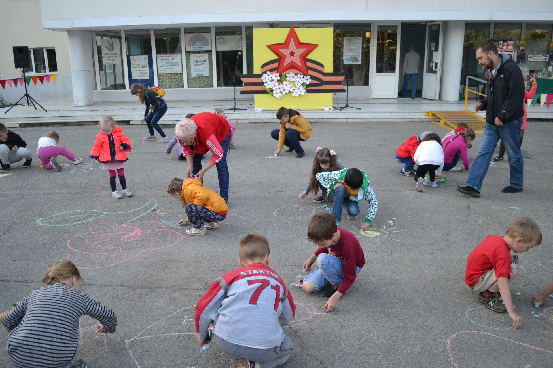 Конкурс рисунков на асфальте состоялся в микрорайоне Донском